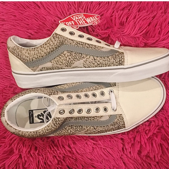 b3874f9595b8 VANS CUSTOM NEVER WORN MEN S 8.5 WOMEN S 10 SHOE
